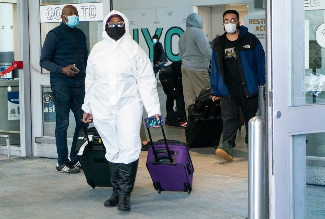 Des passagers arrivant à l'aéroport international de New York, le 22 décembre 2020.