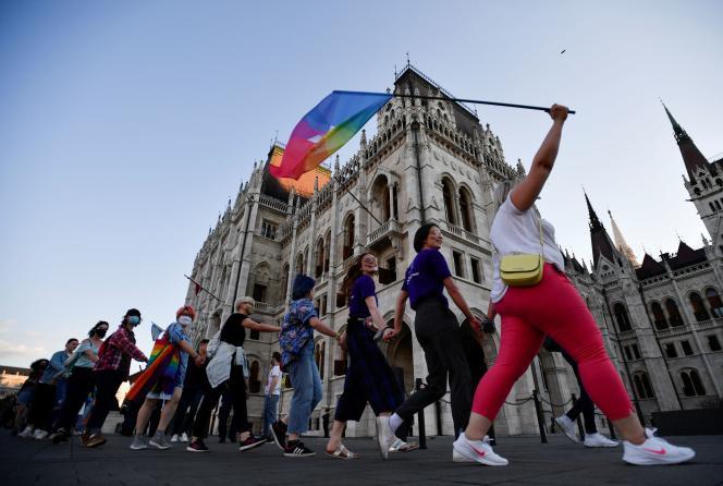 Manifestation contre le premier ministre hongrois, Victor Orban et les récentes lois anti-LGBTQ, à Budapest, le 14 juin 2021.