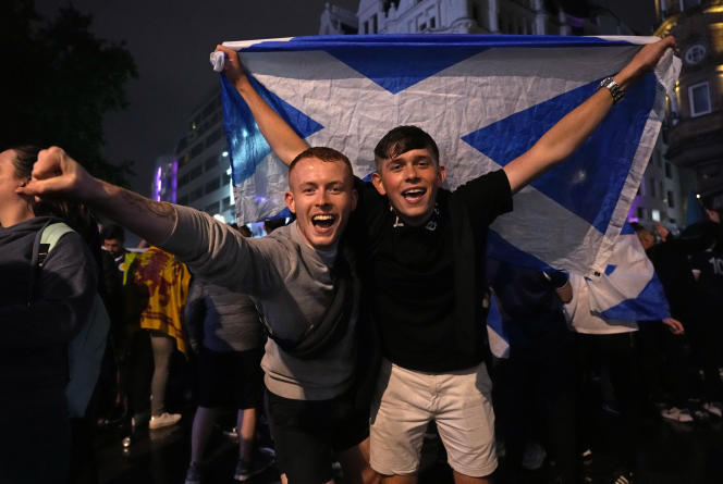 Des supporteurs écossais à Leicester Square à Londres, le 18juin 2021.